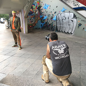 Photpgrapher Eric Kvatec from New York taking a fashion shot in Berlin